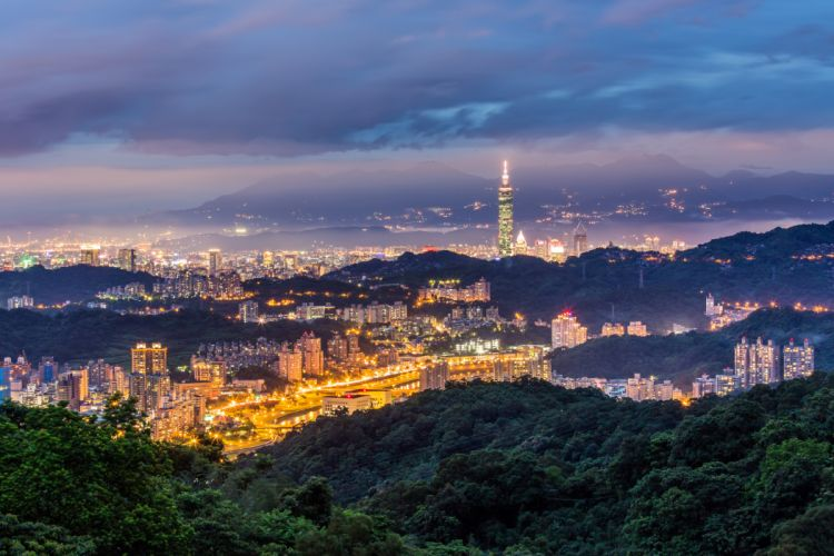 China Taiwan Taipei city night dusk mountains hills trees blue blue sky clouds tower building house lights lighting form height panorama wallpaper