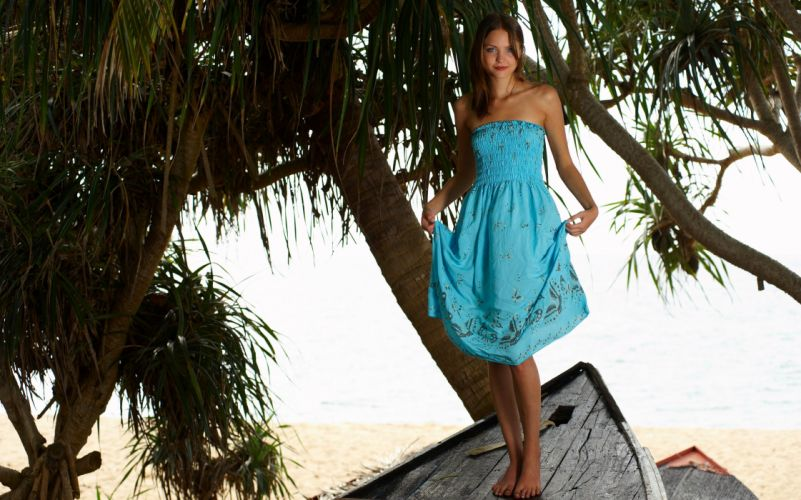 Amelie Yuliya Julia Valya Dress Girls wallpaper