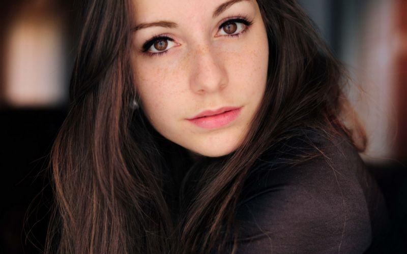 Girl Woman Beautyful Brunette Brown Eyes wallpaper
