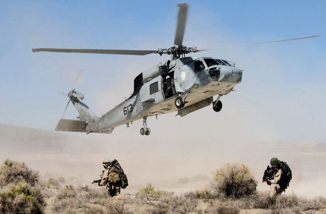 soldiers desert black hawk fighters helicopter military wallpaper