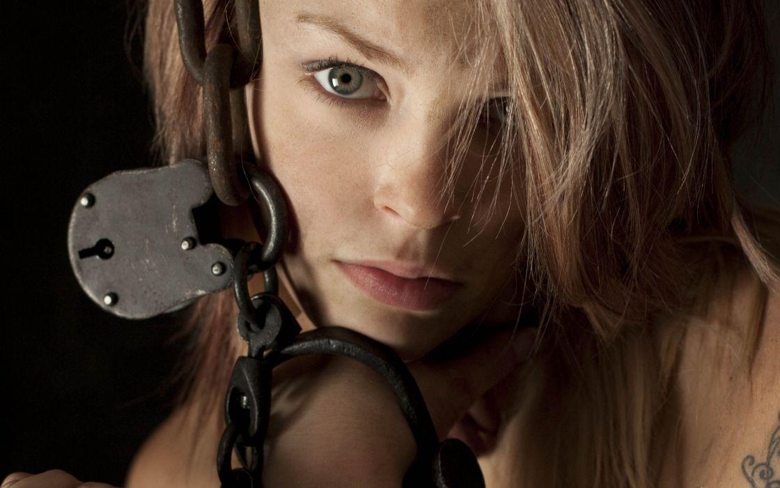 tattoo lock chain dark mood wallpaper