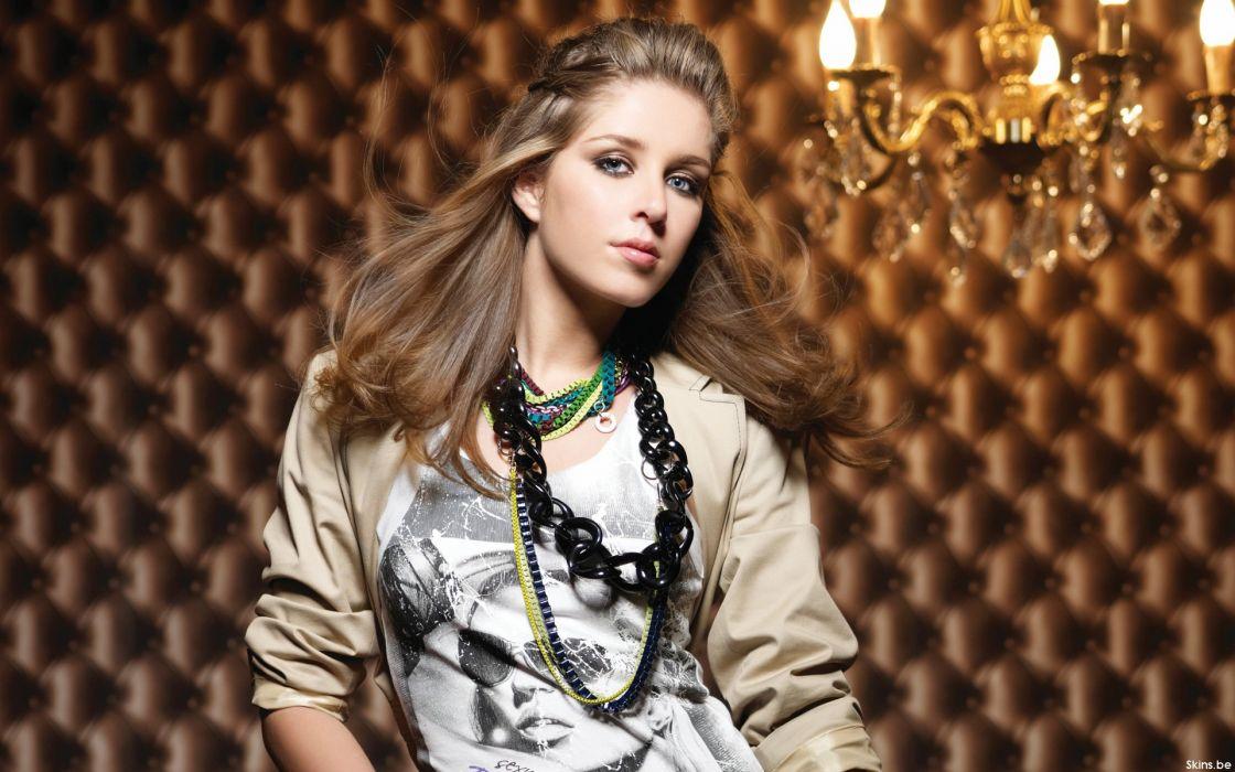 Esmee Denters pop r-b brunette singer   g wallpaper