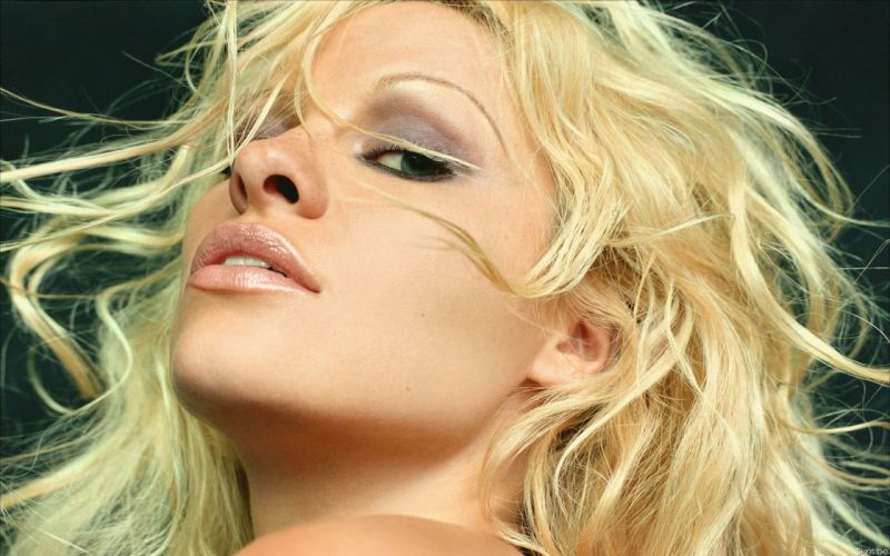Pamela Anderson pam blonde f wallpaper