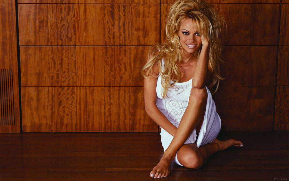 Pamela Anderson pam blonde   h wallpaper