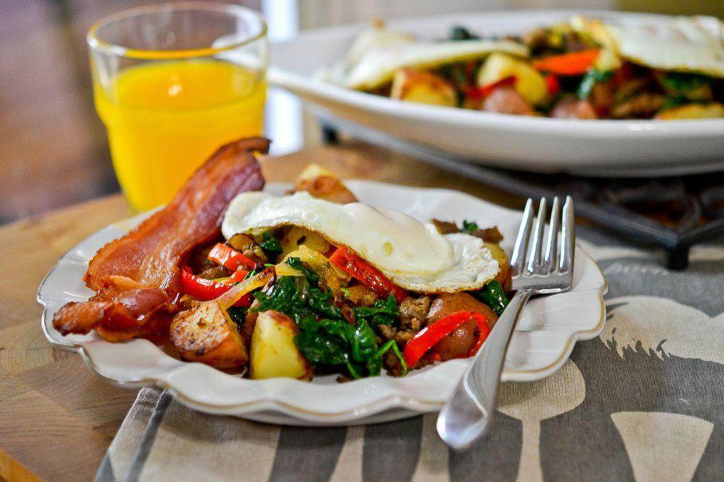 breakfast bacon eggs fork plate juice wallpaper