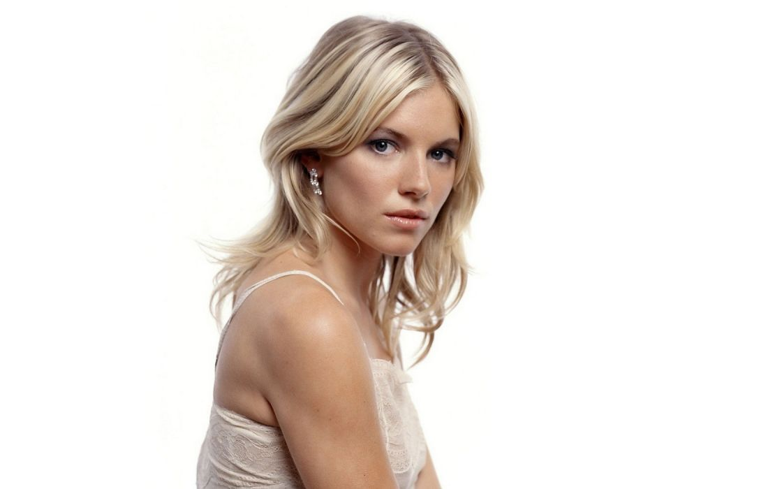 Sienna Miller Actress Beauty Woman Gril Blonde Blue Eyes English actress Model and Fashion Designer Layer_Cake Alfie Factory_Girl The_Edge_of_Love G_I__Joe:_The_Rise_of_Cobra wallpaper