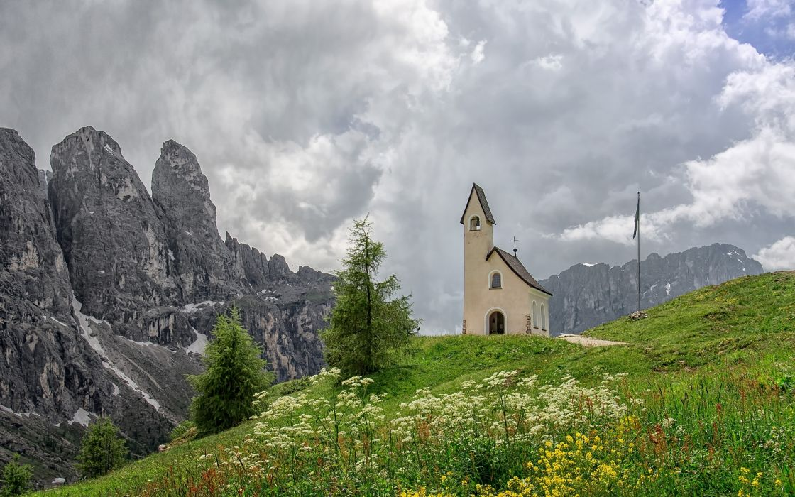 Selva di Val Gardena Italy Dolomites wallpaper