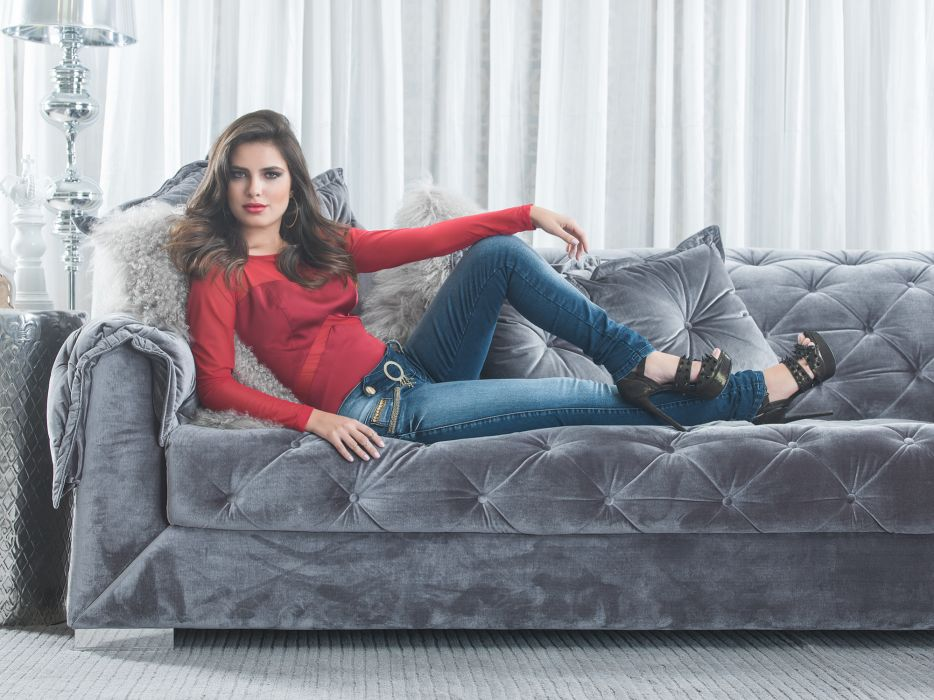 Thais Melchior jeans    gw wallpaper