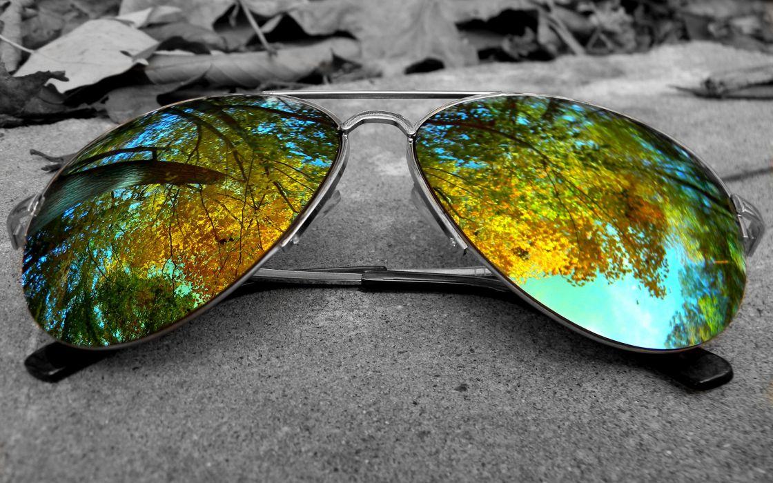 Autumn Closeup Glasses reflection bokeh wallpaper