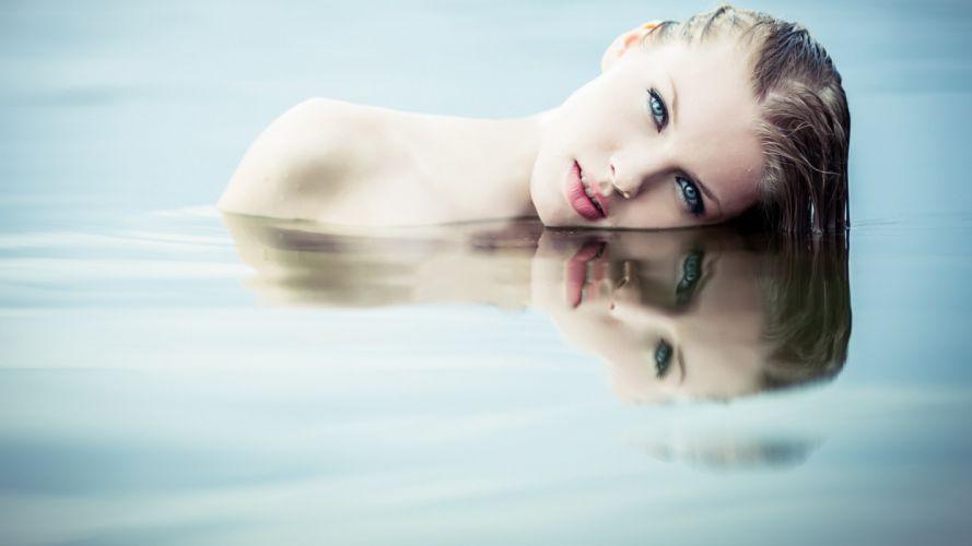 Blonde Face Reflection mood wallpaper