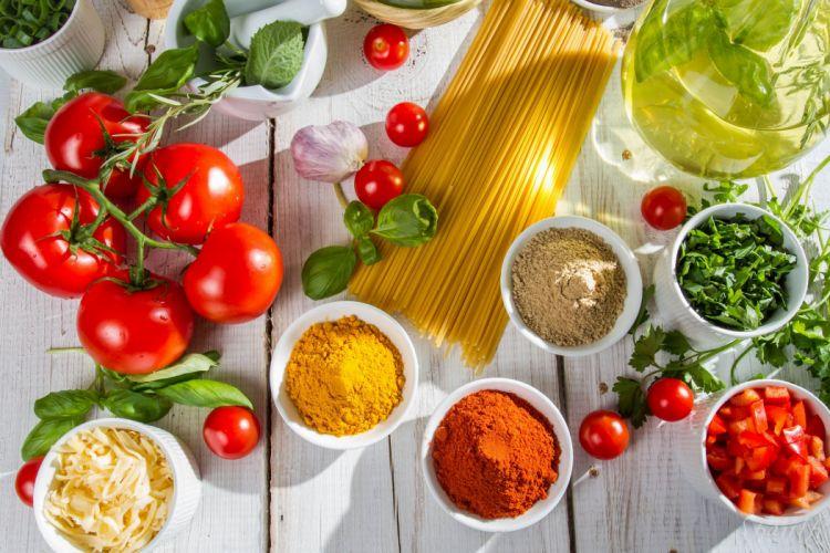 spaghetti tomatoes spices wallpaper