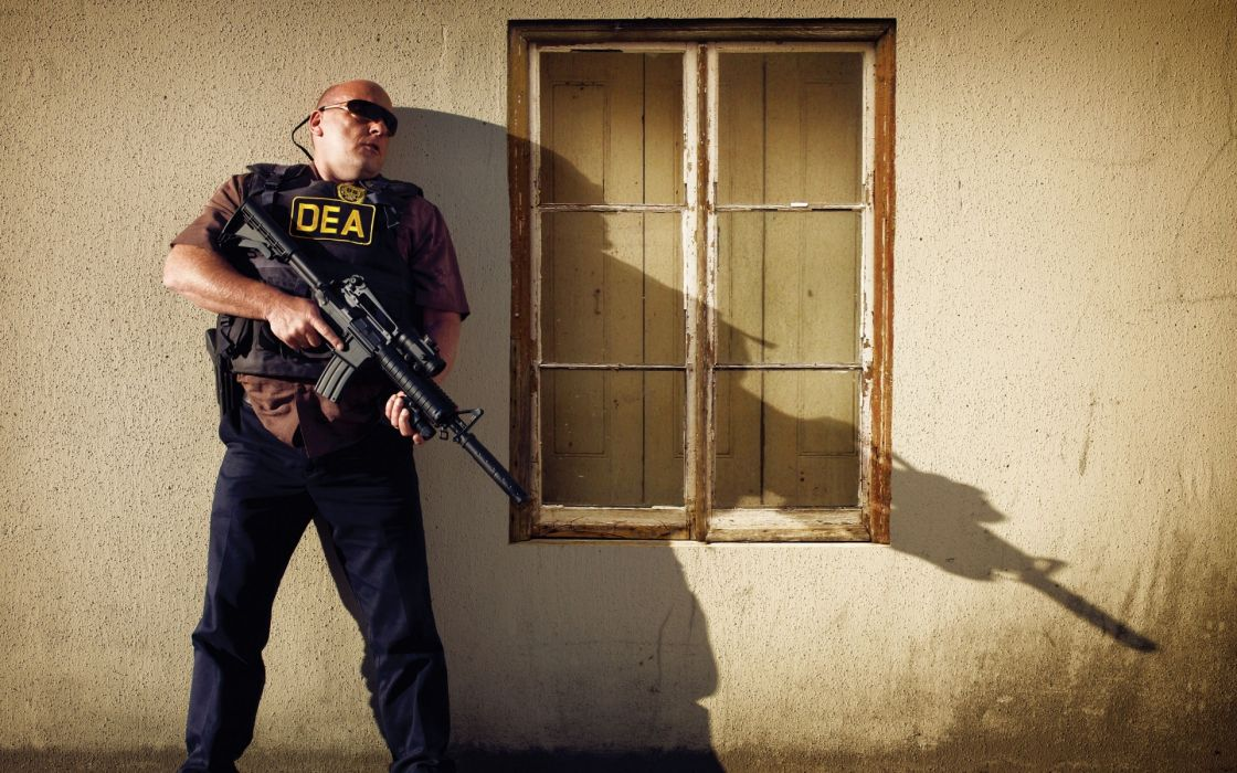 Breaking Bad Dean Norris Hank Schrader Shadow Rifle DEA Television police anarchy wallpaper