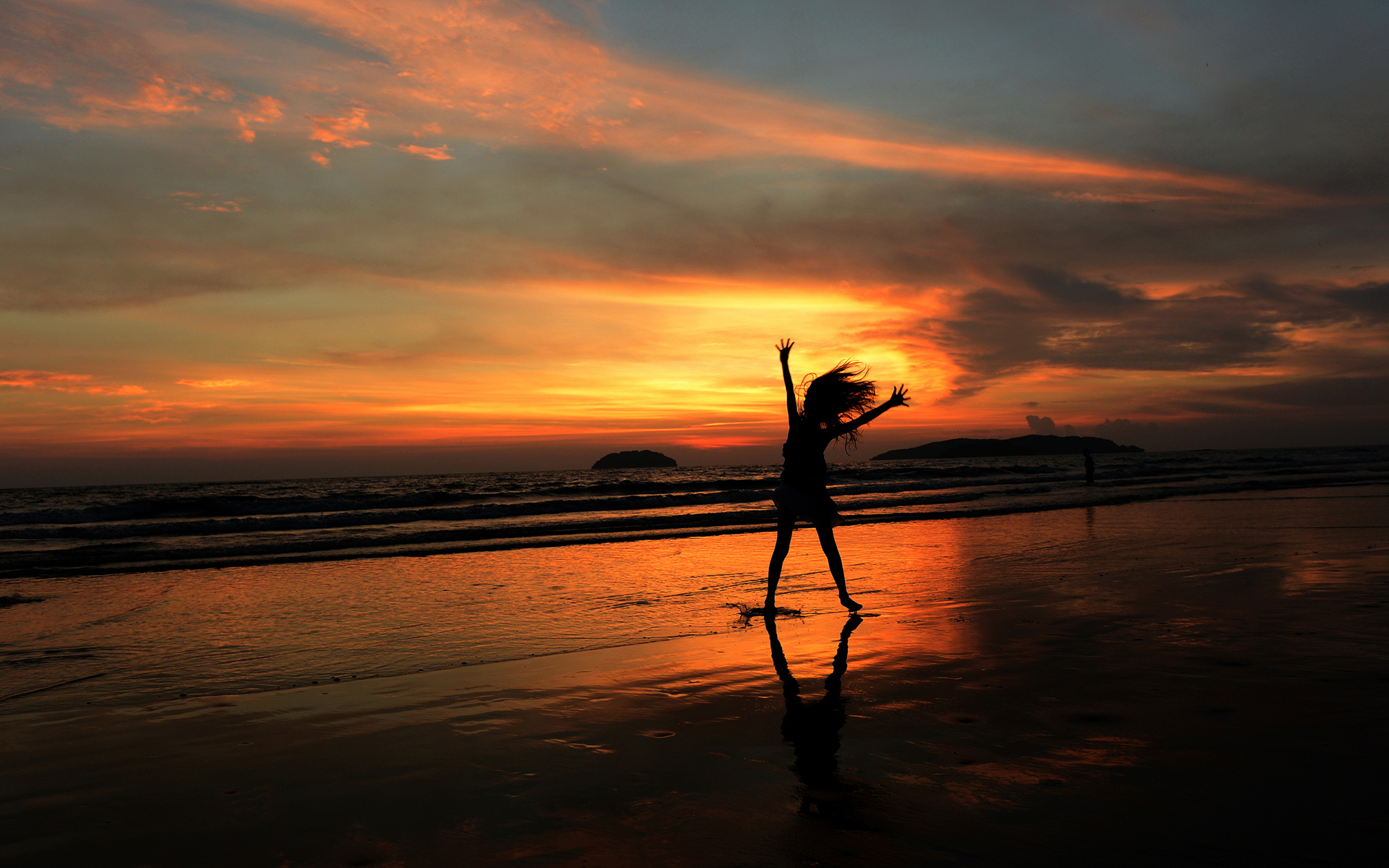 Silhouette Person Beach Sunset mood reflection ocean sea ...