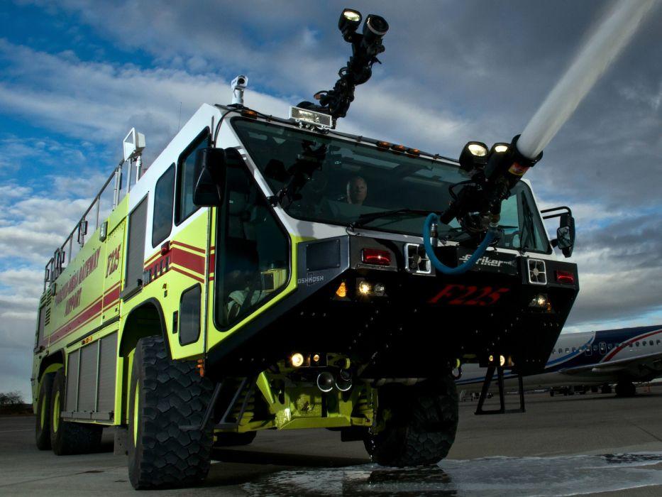 Oshkosh Striker 3000 ARFF firetruck     f wallpaper