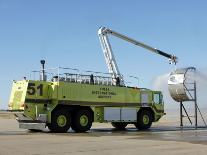 Oshkosh Striker 3000 ARFF firetruck wallpaper