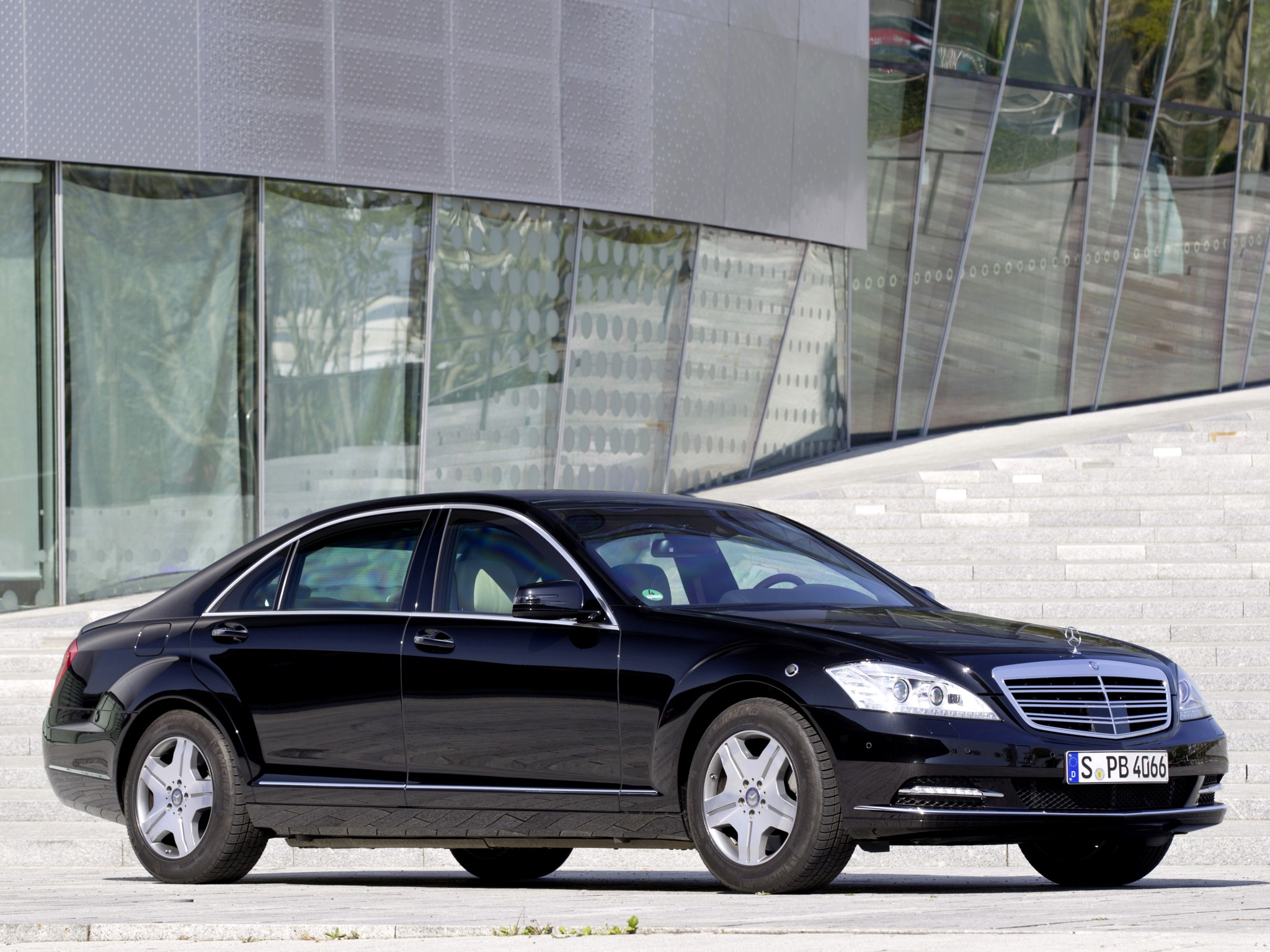 2010 armored mercedes benz s 600 guard w221 luxury g for Mercedes benz armored