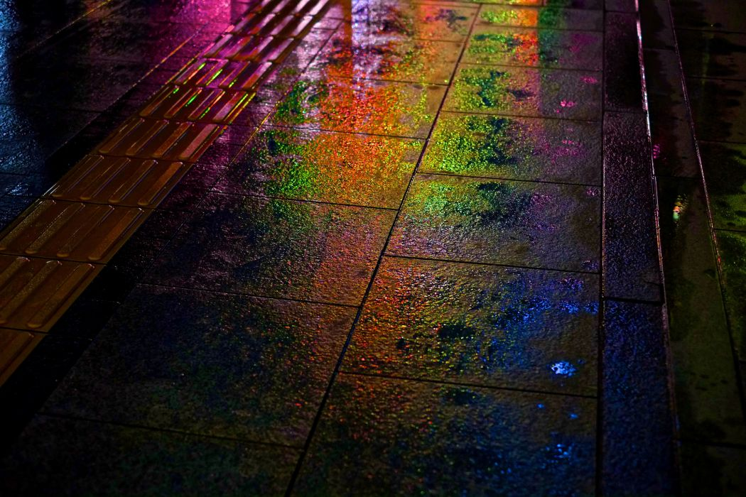 night street wet rain rainbow bokeh wallpaper