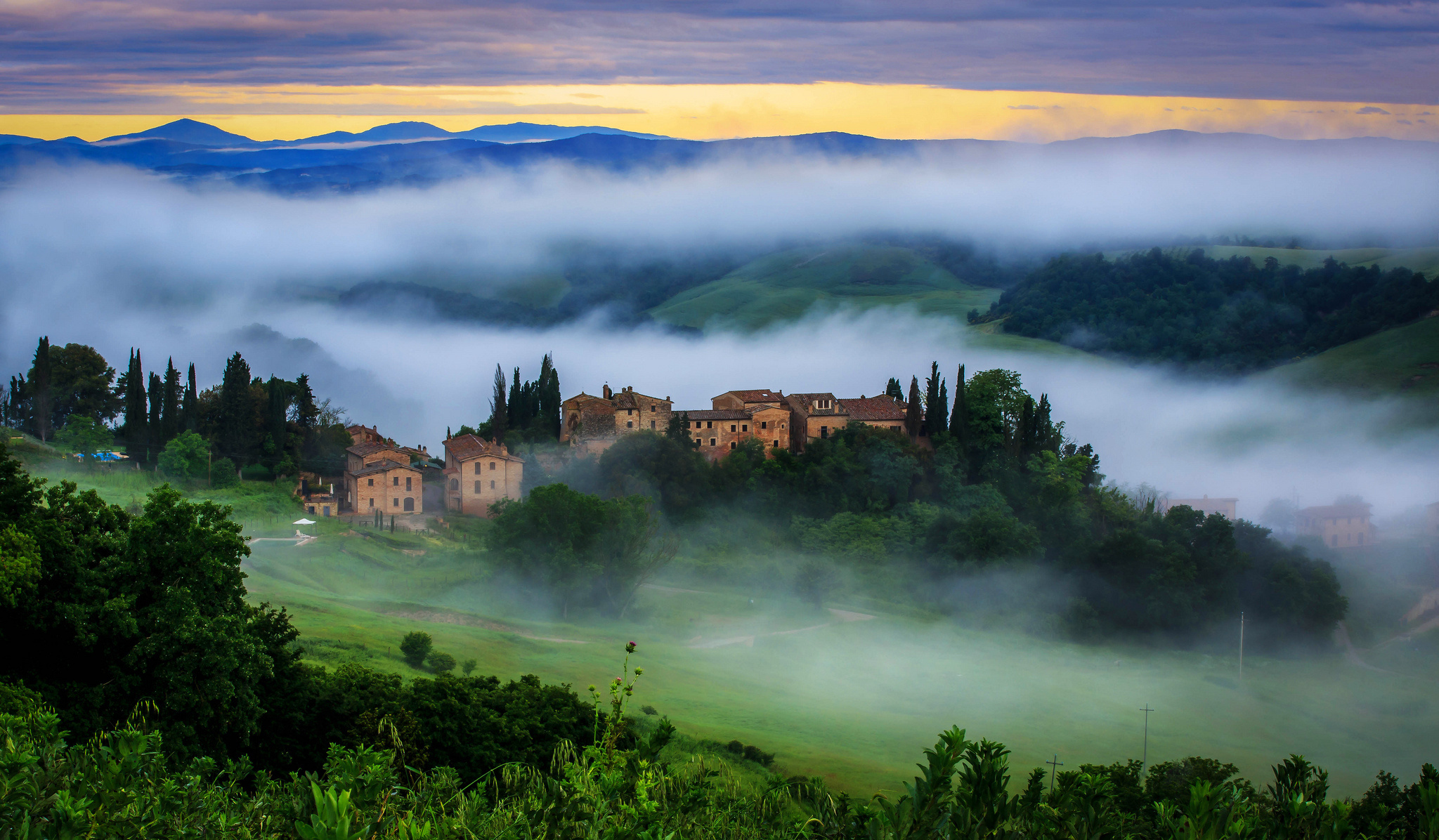 Tuscany toscana italy wallpaper 2048x1196 132800 for Wallpaper italia