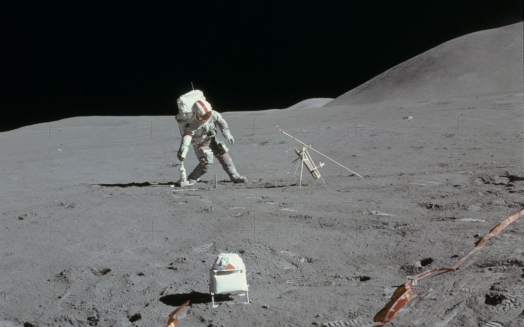 astronaut on the moon wallpaper - photo #9