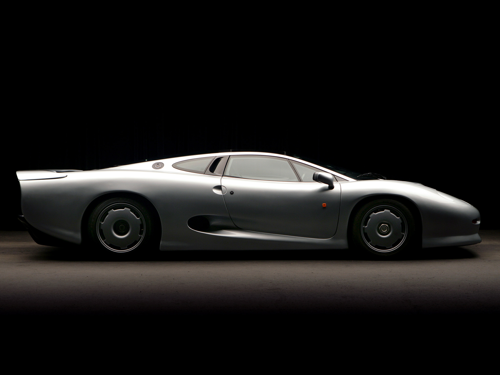 1992 Jaguar XJ220 Supercar G Wallpaper 2048x1536