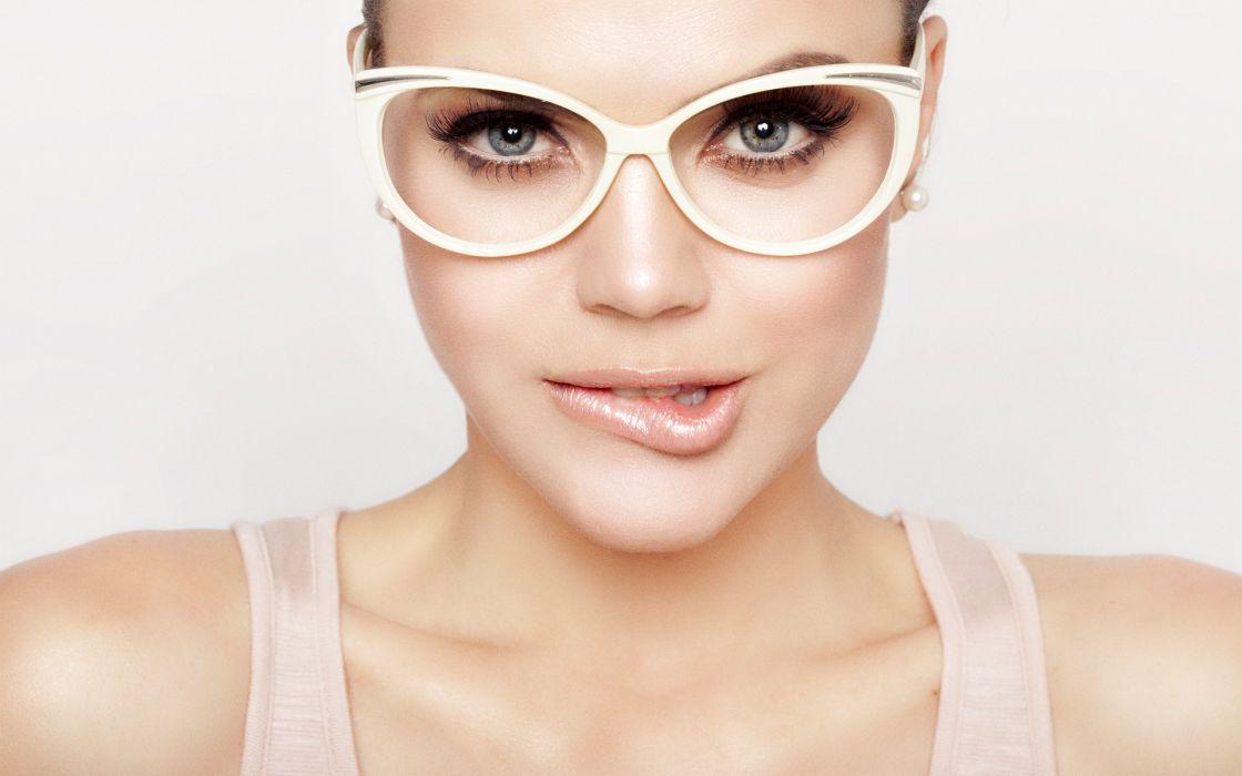 Woman Girl Beauty Lips Glasses wallpaper