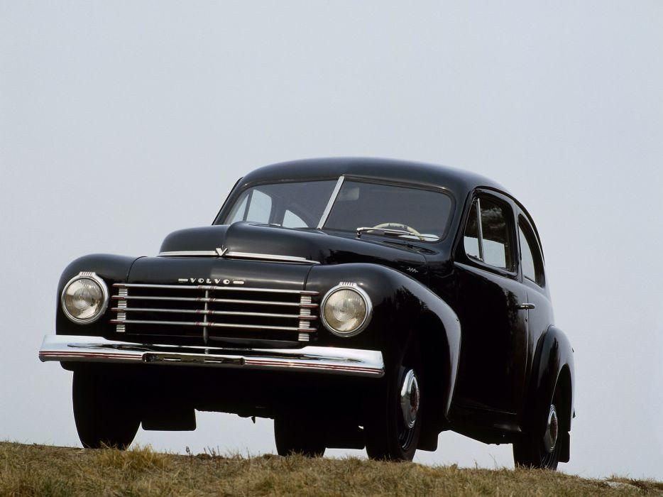 1944 Volvo PV444 A retro wallpaper