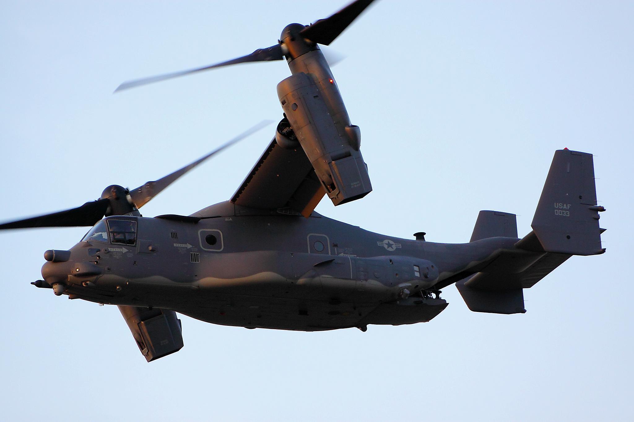 V22 Osprey military helicopter cargo transport plane d ...