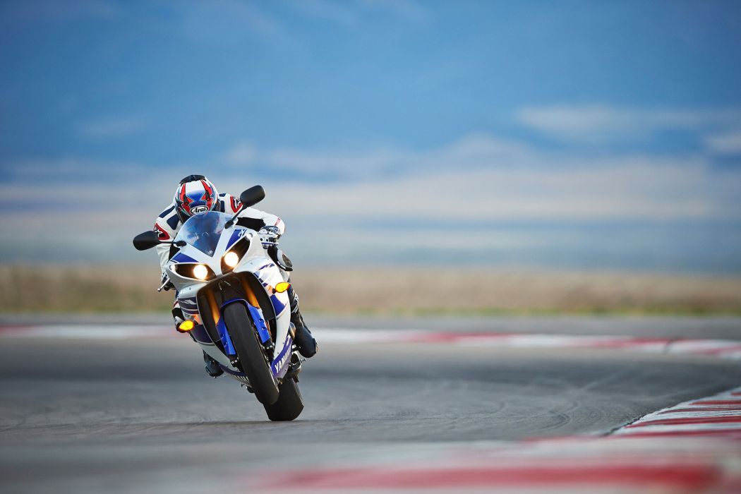 2014 Yamaha YZF-R1   f wallpaper