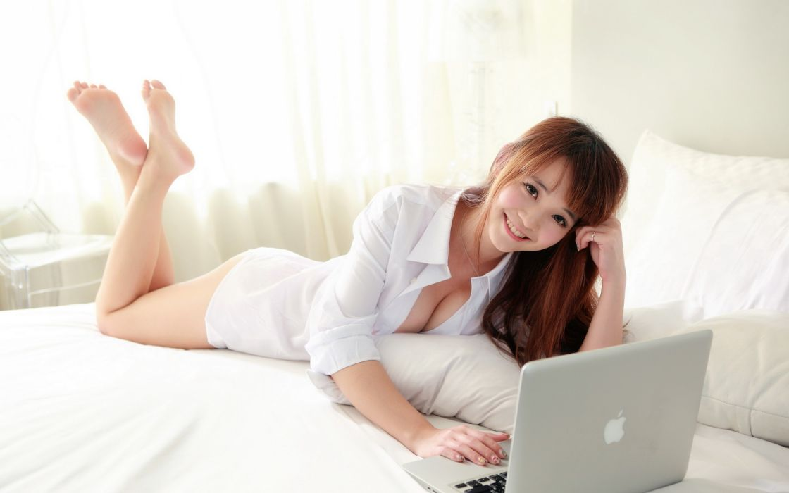 Asian Girl Beauty Brunette Lying Laptop Bed wallpaper