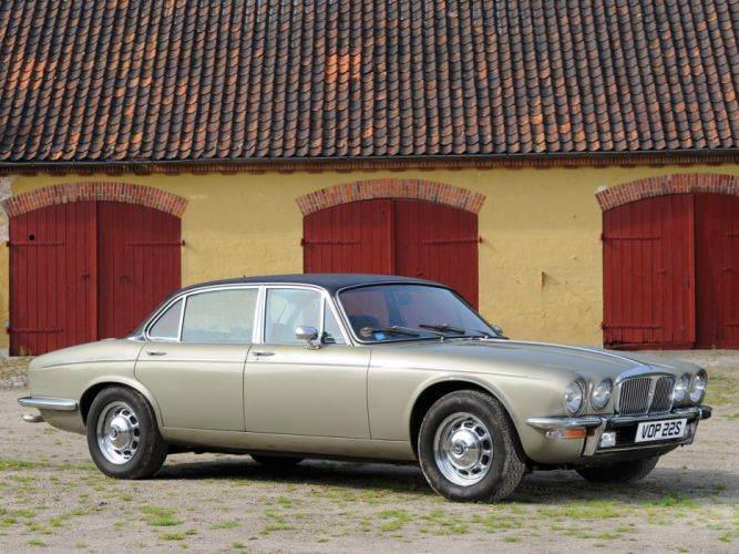 1973 Daimler Double Six Vanden Plas luxury classic wallpaper