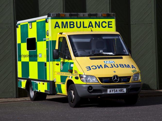 2002 Mercedes Benz Sprinter Ambulance UK-spec emergency wallpaper