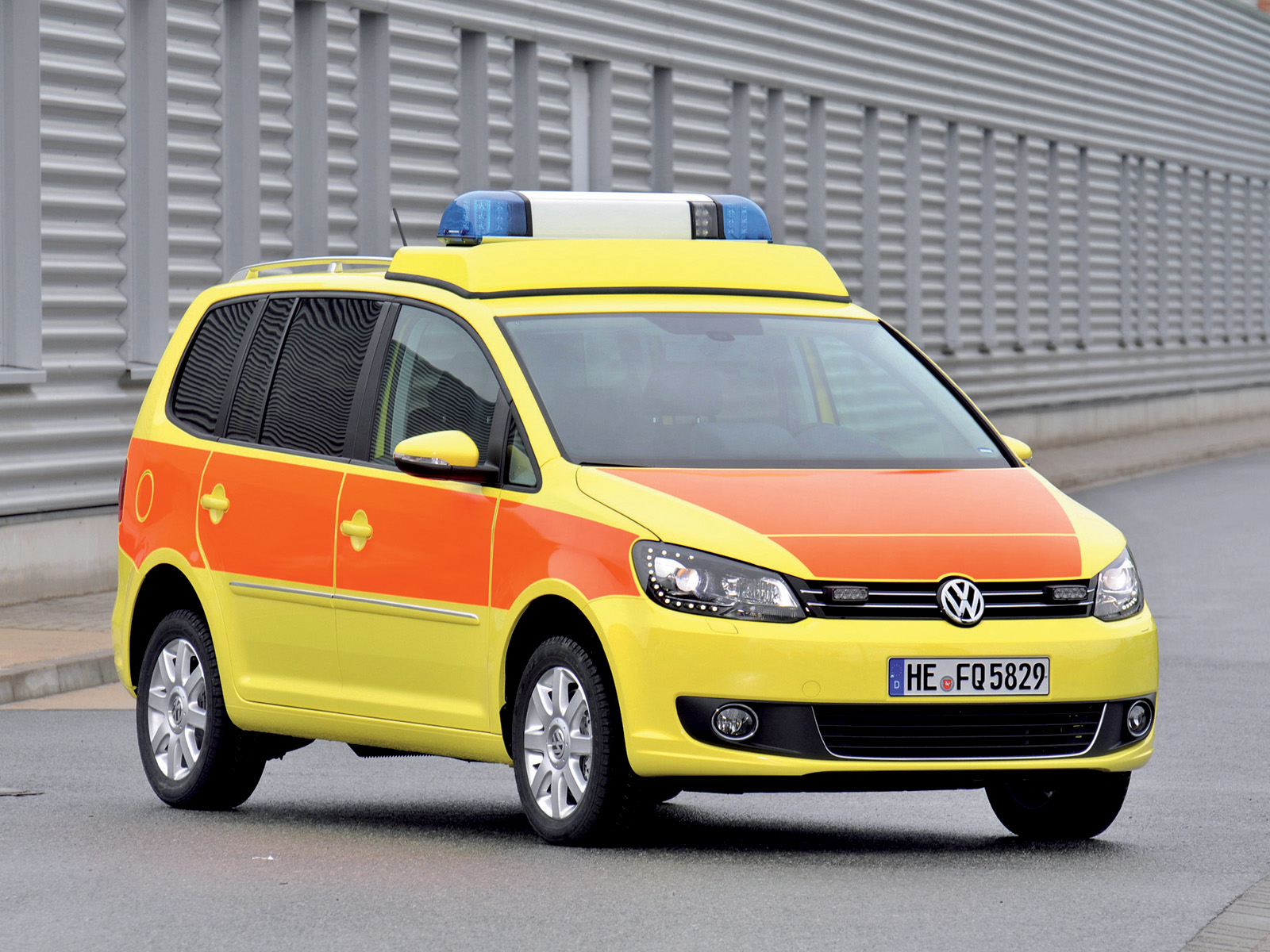 2010 Volkswagen Touran Notarzt ambulance emergency wallpaper