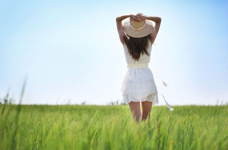 Summer Grass Hat Dress Girl mood brunette wallpaper