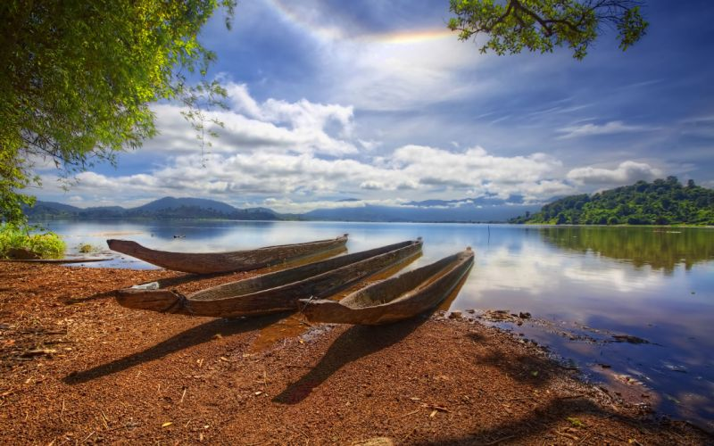 Vietnam Lac landscape boat lake reflection wallpaper