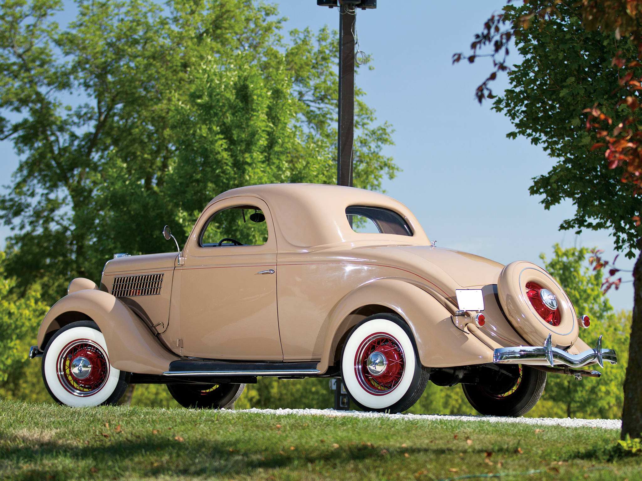 1935 ford v8 deluxe 3 window coupe 48 720 retro v 8 ds for 1935 3 window coupe