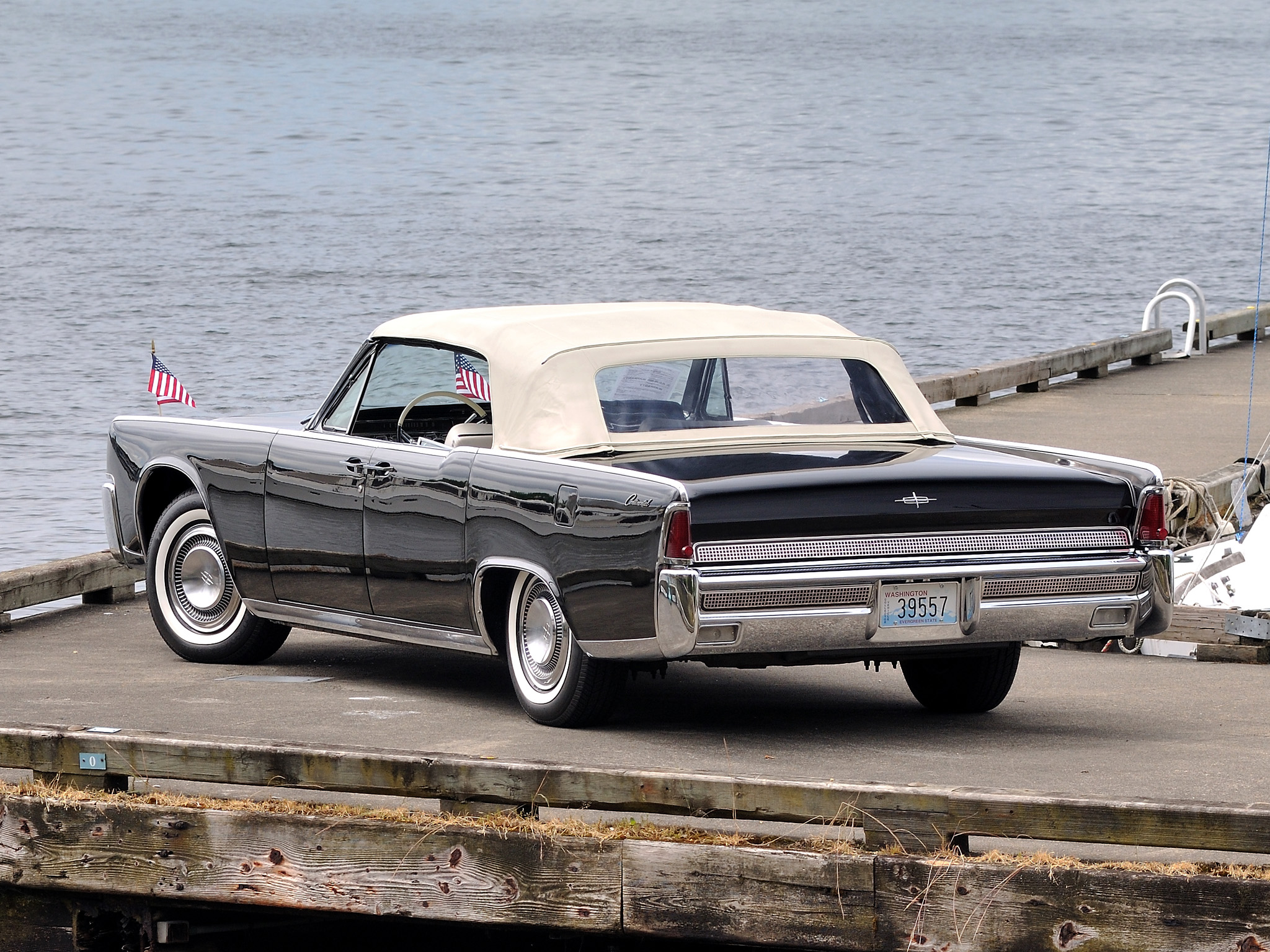1964 Lincoln Continental Convertible 74d Wallpaper