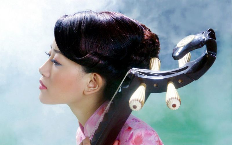 Girls and Music Asian Lute wallpaper