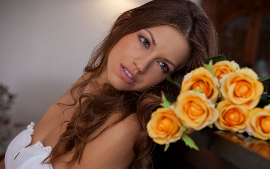 Woman Girl Beauty Redhead Eufrat Model Adult Roses wallpaper