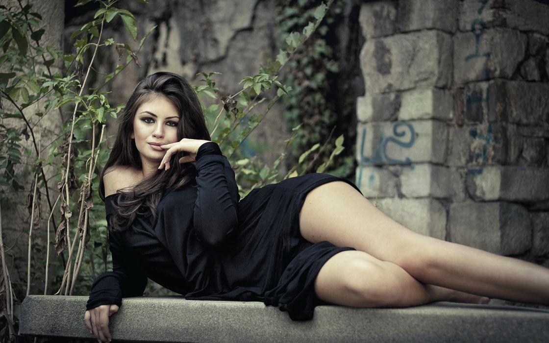Woman Girl Beauty Brunette Lying Down wallpaper