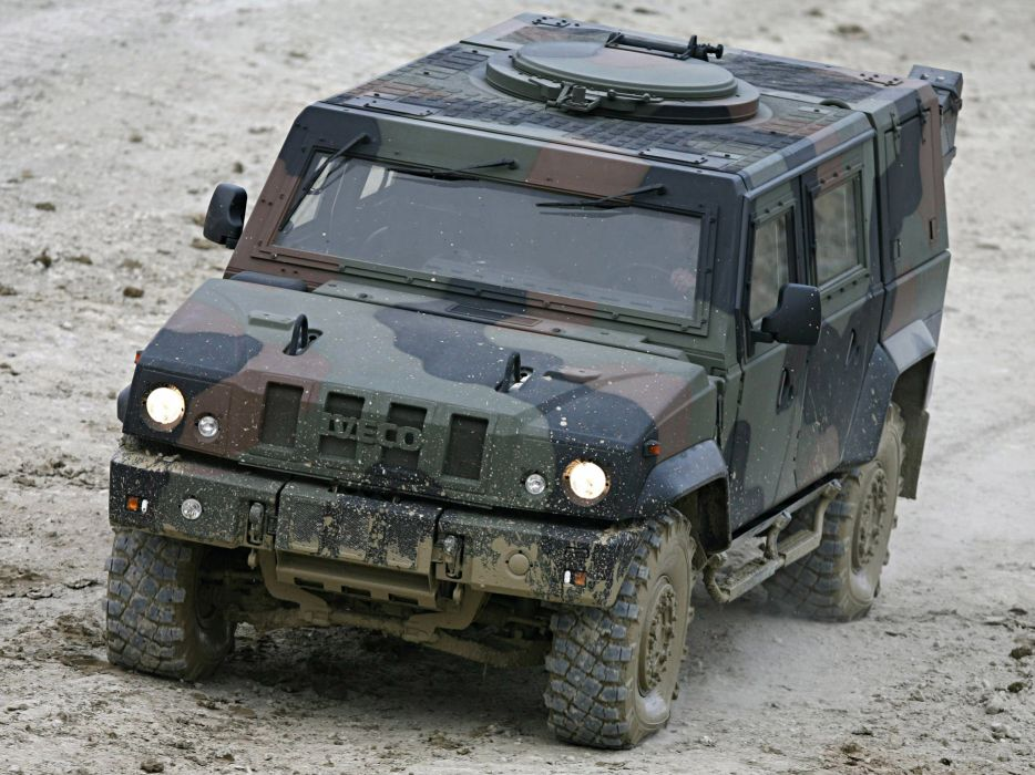 2000 Iveco Lince LMV suv 4x4 offroad military wallpaper