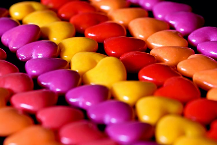 candy jelly beans hearts close-up bokeh wallpaper