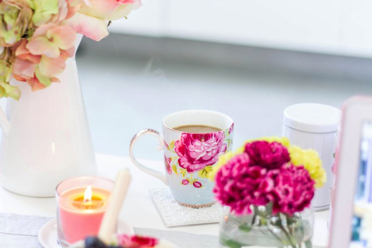 picture vase flowers coffee roses cup bokeh wallpaper