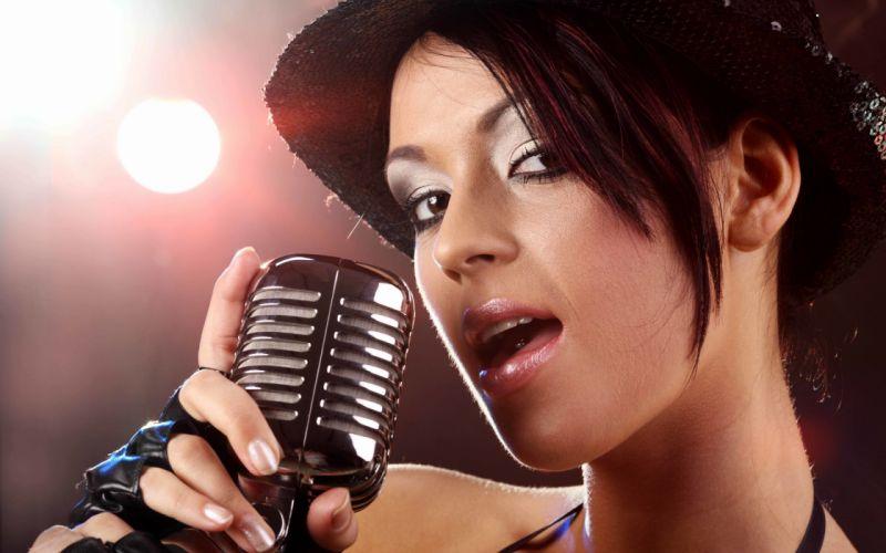 singing the girl retro microphone blur bokeh wallpaper