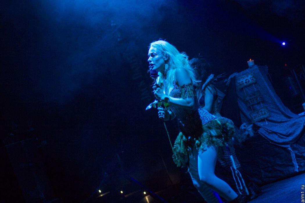 Emilie Autumn Liddell music singer songwriter poet violinist industrial rock redhead glam violin   qe wallpaper