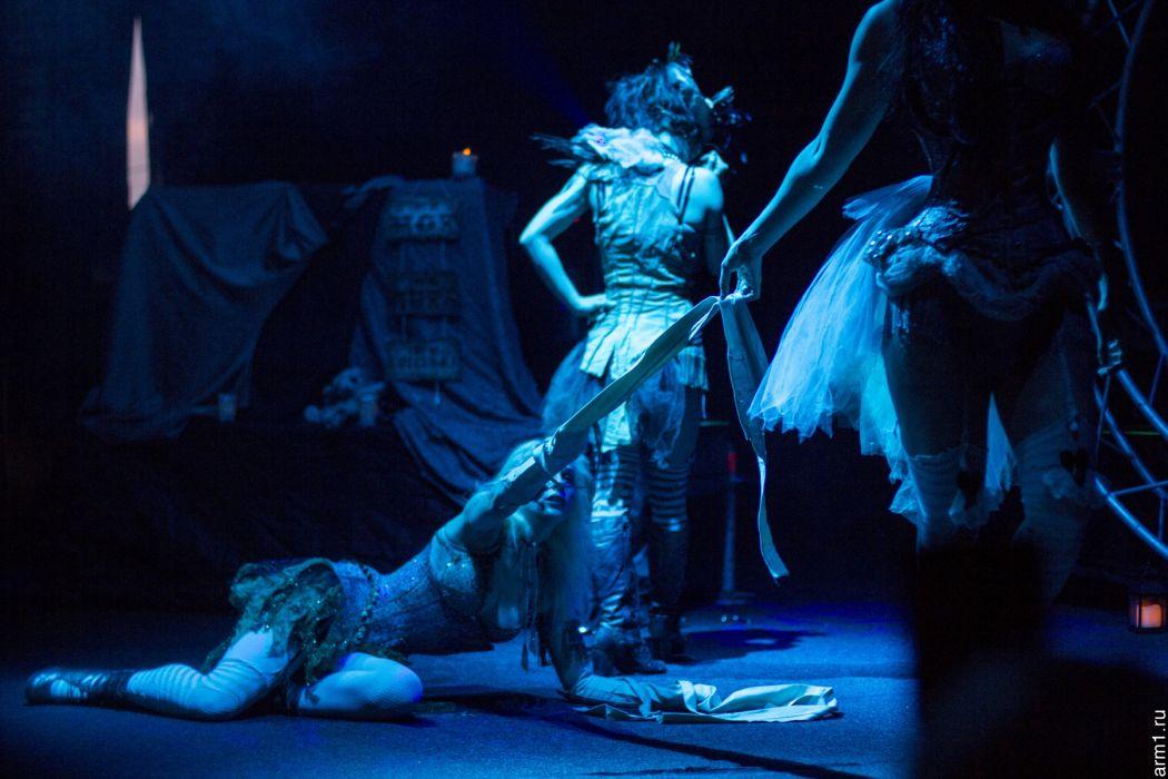 Emilie Autumn Liddell music singer songwriter poet violinist industrial rock redhead glam violin   x wallpaper