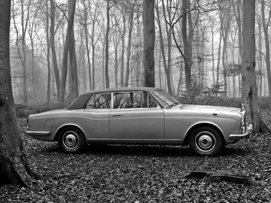 1977 Rolls Royce Corniche Saloon luxury wallpaper