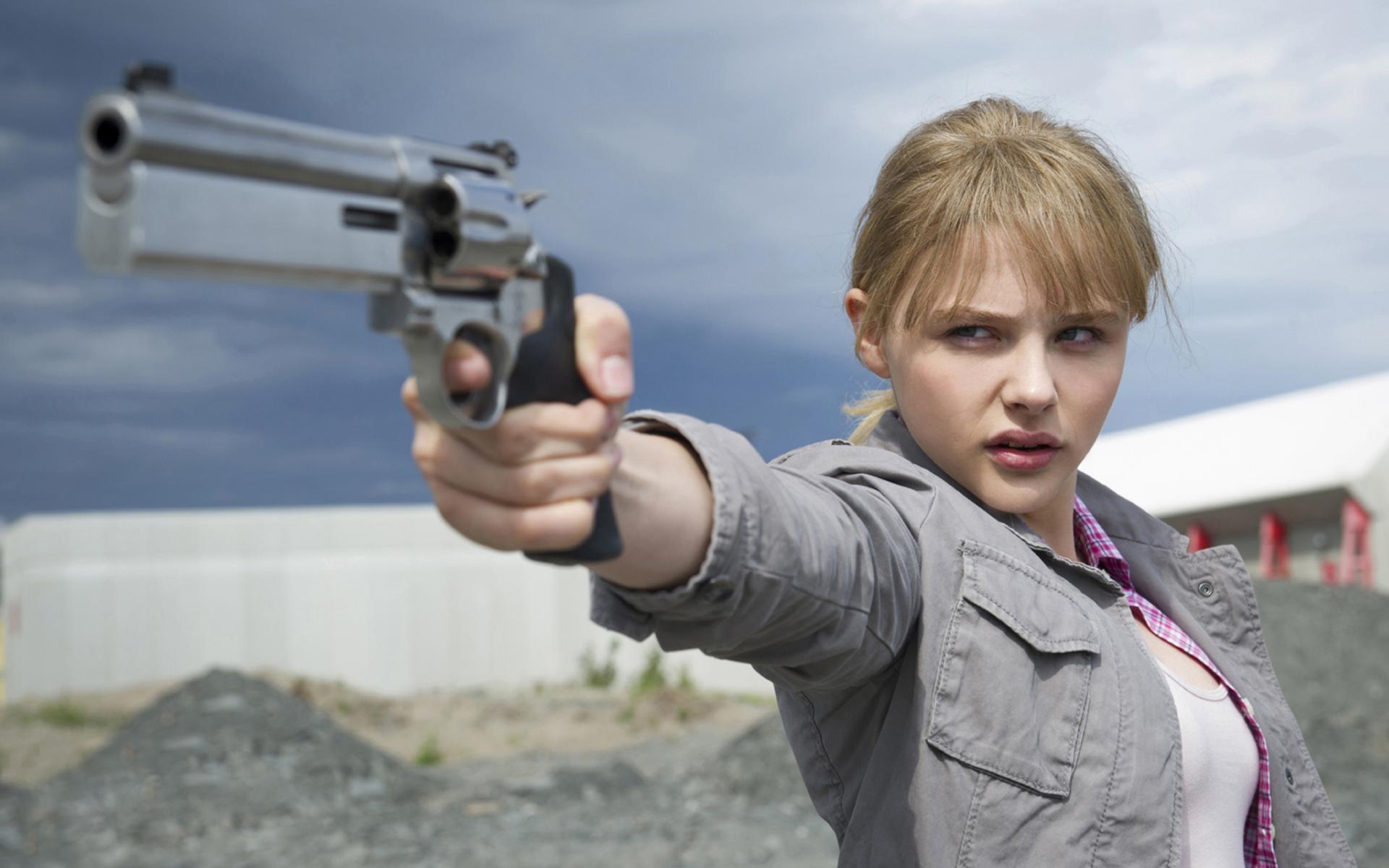 guns chloe moretz - photo #5