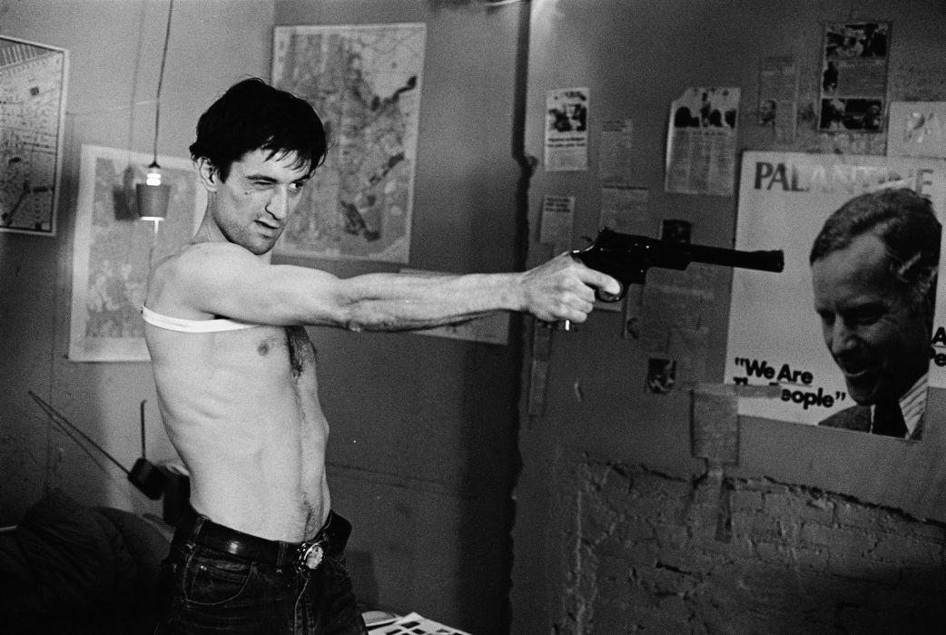 Taxi Driver B-W Robert De Niro Revolver wallpaper
