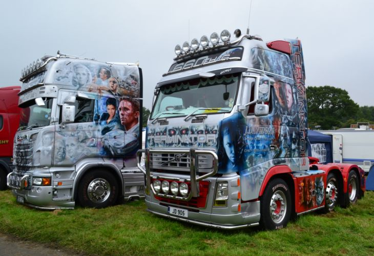 J_ Davidson - Scania R730 V8 Topline & Volvo FH16 Globetrotter XL 660 wallpaper