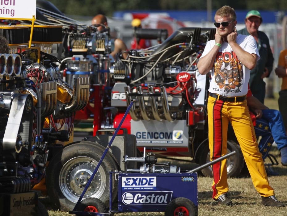 TRACTOR-PULLING race racing hot rod rods tractor engine      f wallpaper